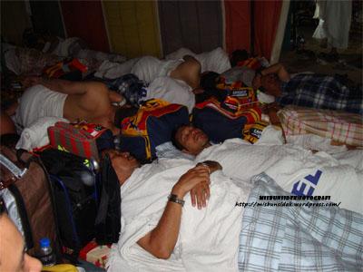 Jalani dan Roslin nyenyak tidur di penginapan muasasah selepas penat mengerjakan ibadat utama haji.