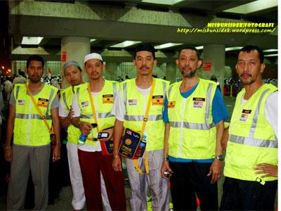 SERBA KUNING…delegasi Nusa Mahsuri menuju ke kawasan melontar  batu di Jamrah