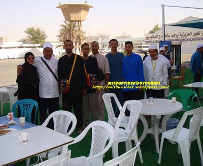 Datuk Misbun, Roslin, Jalani, Rashid  dan Rahman ketika berada di Wakaf Raja Abdullah, Jeddah.