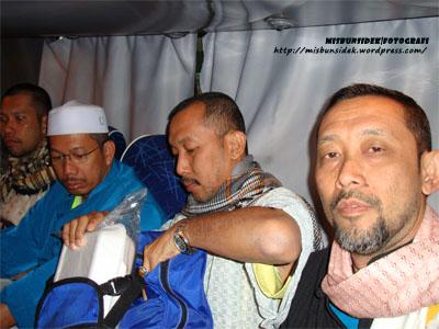 Roslin, Amir, Jalani dan Datuk Misbun didalam bas transit.